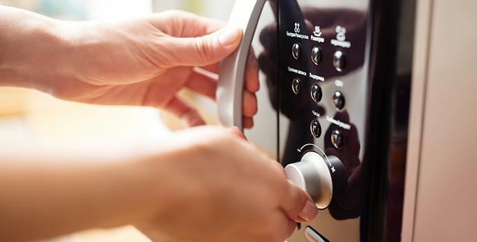 Micro-ondes : à la décharge ou dans votre cuisine ?
