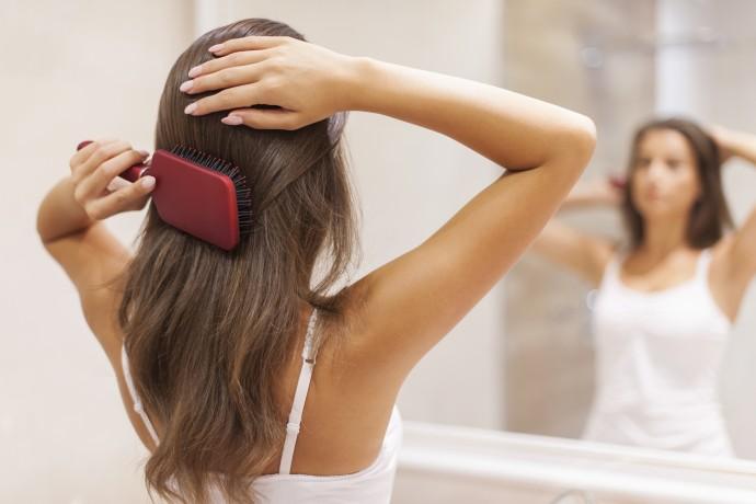 Pour être plus propre, arrêtez de vous laver les cheveux !