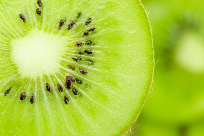 Opération soin vitaminé pour votre visage : le peeling au kiwi