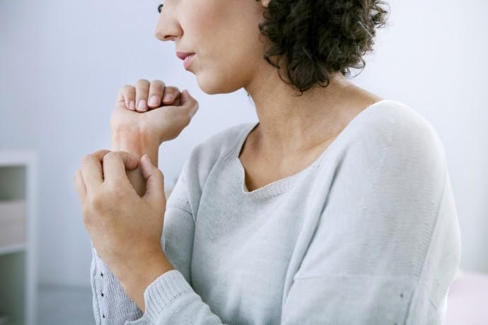 Psoriasis : vous n'êtes ni lépreux ni pestiféré, et votre souffrance peut finir