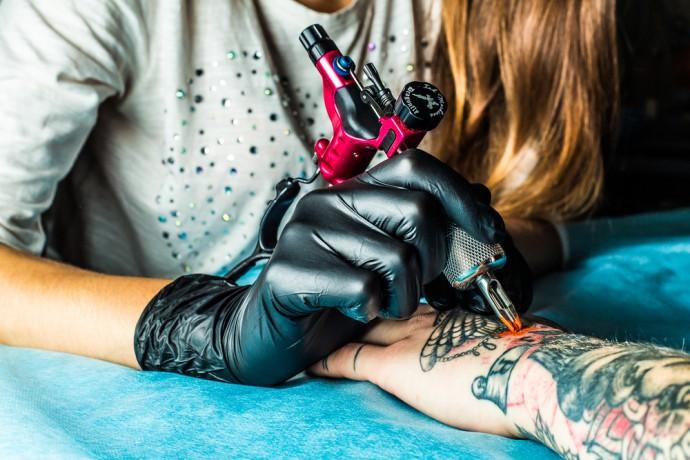 Les dangers cachés des tatouages
