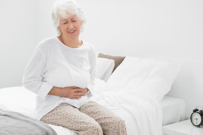 La maladie invisible qui touche 50 % des plus de 70 ans
