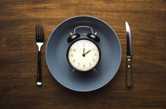L'importance du jeûne : manger moins pour vivre plus longtemps